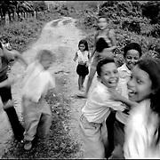 NI—OS DE PORAI - Homenaje a Mariano Diaz.Photography by Aaron Sosa.Comunidad La Yuca.Estado Trujillo - Venezuela 2005.(Copyright © Aaron Sosa)