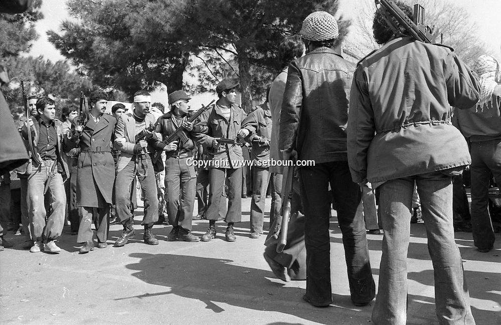 Iran - 14/02/1979 -3 days after the victorious islamic insurection , attack of the american embassy by a group of students, the fedayins e Khalq, /// 3 jours apres le debut de l insurection islamique, attaque de l ambassade americaine par un groupe de jeunes etudiants; les fedayins e Khalq /// IRAN25308 57