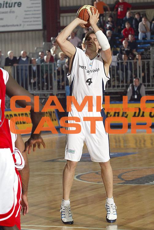 DESCRIZIONE : CANTU FIBA EURO CUP 2005-2006<br />GIOCATORE : JURAK<br />SQUADRA : CANTU<br />EVENTO : FIBA EURO CUP 2005-2006<br />GARA : CANTU-NANCY<br />DATA : 26/10/2005<br />CATEGORIA : Tiro<br />SPORT : Pallacanestro<br />AUTORE : AGENZIA CIAMILLO &amp; CASTORIA/S.Ceretti