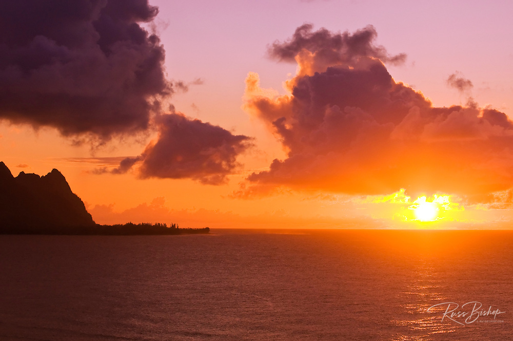 Evening light on the Na Pali Coast at sunset, Island of Kauai, Hawaii