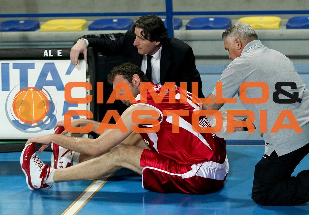 DESCRIZIONE : Veroli Campionato Lega A2 2012-2013  Prima Veroli Giorgio Tesi Group Pistoia<br /> GIOCATORE : Giacomo Galanda<br /> CATEGORIA : dolore medico <br /> SQUADRA : Giorgio Tesi Group Pistoia<br /> EVENTO : Campionato Lega A2 2012-2013<br /> GARA: Prima Veroli Giorgio Tesi Group Pistoia<br /> DATA : 05/05/2013<br /> SPORT : Pallacanestro <br /> AUTORE : Agenzia Ciamillo-Castoria/N. Dalla Mura<br /> Galleria : Lega Basket A2 2012-2013 <br /> Fotonotizia : Veroli Campionato Lega A2 2012-2013  Prima Veroli Giorgio Tesi Group Pistoia