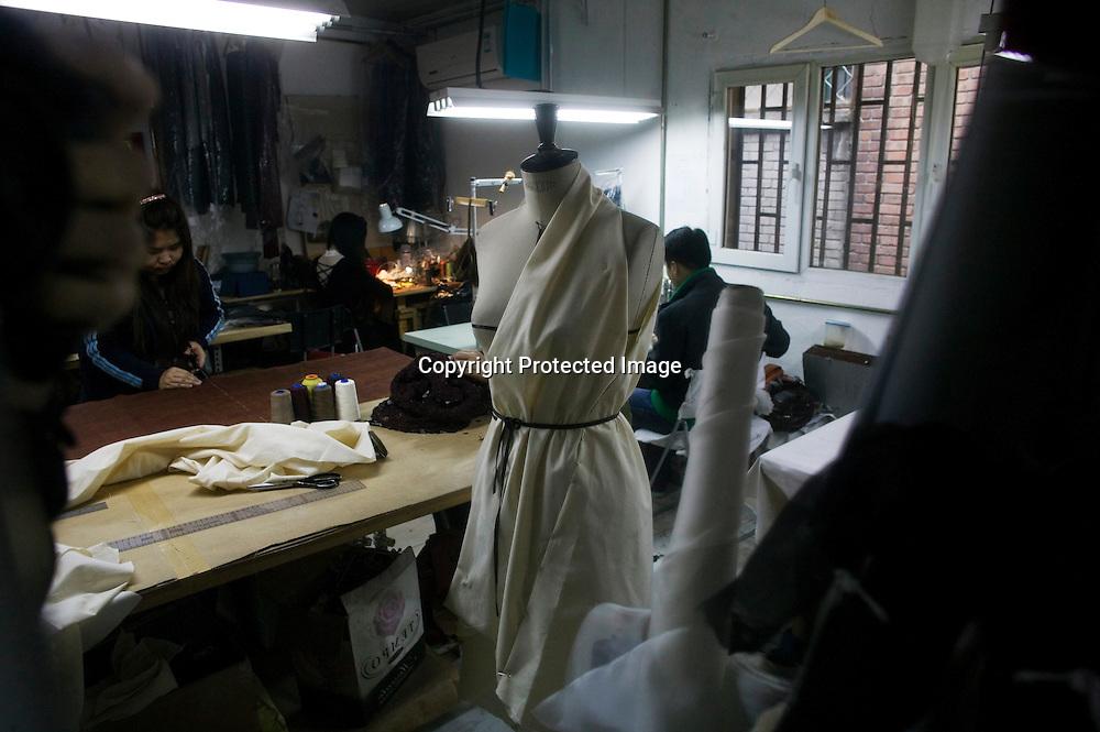 BEIJING, APRIL 19 : im Atelier der Deutschen Designerin Kathrin von Rechenberg bei den letzten Vorbereitungen vo der Fruehjahrs Modenshow 2012.