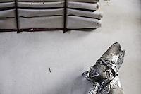 STATUA IN CARTAPESTA E PROGETTI.<br /> Il carnevale di Gallipoli &egrave; tra i pi&ugrave; noti della Puglia. La sua tradizione &egrave; antichissima ed &egrave; documentata, oltre che in atti e documenti settecenteschi, anche da radici folcloristiche che affondano le origini in epoca medioevale, tramandate fino ad oggi dallo spirito popolare. La prima edizione (per come la conosciamo) risale al 1941; nel 2014 sar&agrave; l&rsquo;edizione numero 73.<br /> La manifestazione carnascialesca &egrave; organizzata dall&rsquo; Associazione Fabbrica del Carnevale, nata nel febbraio 2013 con la finalit&agrave; di&nbsp;organizzare, promuovere e riportare in auge il Carnevale della Citt&agrave;&nbsp;di Gallipoli. L&rsquo;Associazione raccoglie al suo interno i maestri cartapestai Gallipolini e tanti giovani artisti, che vogliono valorizzare il Carnevale della citt&agrave; bella. Presidente dell&rsquo;Associazione &egrave; Stefano Coppola.<br /> La manifestazione ha inizio il 17 gennaio, giorno di sant'Antonio Abate (te lu focu = del fuoco), con la Grande Festa del Fuoco, quando si accende con la tradizionale focara, un grande fal&ograve; di rami d'ulivo. L'ultima domenica di carnevale e il marted&igrave; grasso lungo corso Roma, nel centro cittadino, si svolge la sfilata dei carri allegorici in cartapesta e dei gruppi mascherati corso Roma davanti a migliaia di spettatori provenienti da tutta la provincia di Lecce e da citt&agrave; pugliesi. Il tema dell&rsquo;edizione di quest&rsquo;anno &egrave; un omaggio a Walter Elias Disney.<br /> <br /> STATUE IN CARDBOARD AND PROJECTS.<br /> The Carnival of Gallipoli is among the best known of Puglia. Its tradition is very old and is documented , as well as records and documents in the eighteenth century , as well as folkloric roots that sink their roots in medieval times , handed down today by the popular spirit . The first edition dates back to 1941 and in 2014 will be the edition number 73 .<br /> The carnival is organized by the As