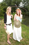Laura Pearson and Helen Gunn ( Cambridge) . The Dangerous Sports Club host the innauguaral Oxford V  Cambridge Punt Race. University Parks. Oxford. 25 June 2005. 25 June 2005. ONE TIME USE ONLY - DO NOT ARCHIVE  © Copyright Photograph by Dafydd Jones 66 Stockwell Park Rd. London SW9 0DA Tel 020 7733 0108 www.dafjones.com