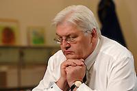 24 JAN 2007, BERLIN/GERMANY:<br /> Frank-Walter Steinmeier, SPD, Bundesaussenminister, waehrend einem Interview, in seinem Buero, Auswaertiges Amt<br /> Frank-Walter Steinmeier, Minister of Foreign Affairs, during an interview, in his office, Ministry of Foreign Affairs<br /> IMAGE: 20070124-03-014<br /> KEYWORDS: nachdenklich