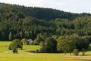 Wiesen, Wald, Bauernhaus, Landschaft bei Ulrichsberg, Mühlviertel, Böhmerwald, Niederösterreich, Österreich | landscape near Ulrichsberg, Muehlviertel, Bohemian Forest, Austria