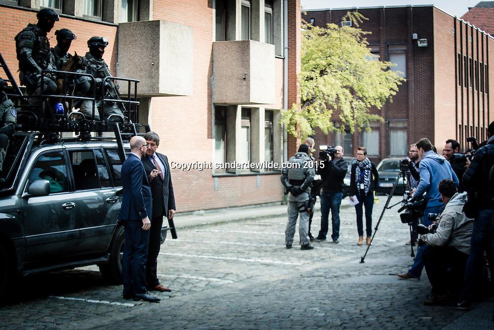 Demonstratie van de speciale eenheden van de federale politie en debriefing bij bezoek van ministers Charles Michel en Jan Jambon.Jambon en Michel laten zich graag fotograferen voor de special forces