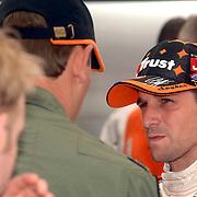 NLD/Volkel/20070420 - Spyker F1 meets F16, Full Throttle 2007, Christijan Albers in gesprek met F-16 piloot Ralph Aarts