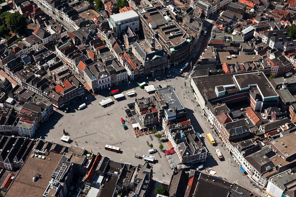 Nederland, Noord-Brabant, Den Bosch, 08-07-2010; plein in het centrum van de binnenstad, De Markt..Square in the center of downtown, The Market..luchtfoto (toeslag), aerial photo (additional fee required).foto/photo Siebe Swart