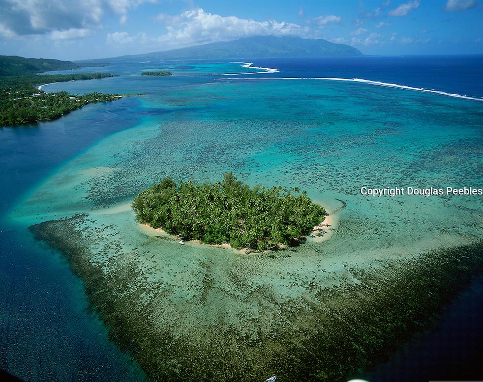 Motu (island) off Tahiti, French Polynesia<br />