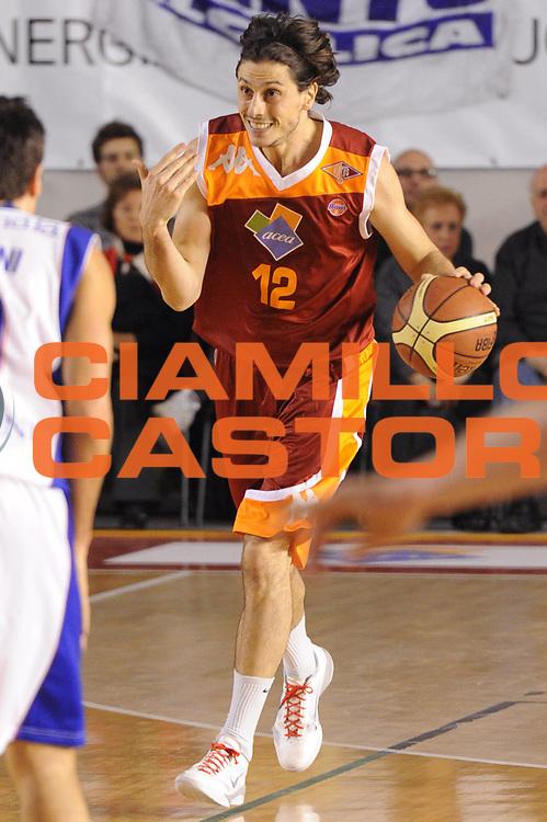 DESCRIZIONE : Roma Lega A 2011-12 Acea Virtus Roma Bennet Cantu<br /> GIOCATORE : Marco Mordente<br /> CATEGORIA : palleggio<br /> SQUADRA : Acea Virtus Roma<br /> EVENTO : Campionato Lega A 2011-2012<br /> GARA : Acea Virtus Roma Bennet Cantu<br /> DATA : 27/11/2011<br /> SPORT : Pallacanestro<br /> AUTORE : Agenzia Ciamillo-Castoria/GiulioCiamillo<br /> Galleria : Lega Basket A 2011-2012<br /> Fotonotizia : Roma Lega A 2011-12 Acea Virtus Roma Bennet Cantu<br /> Predefinita :