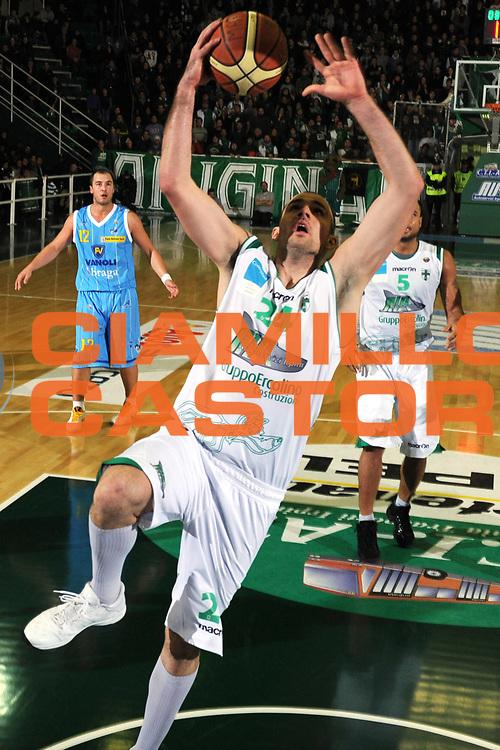 DESCRIZIONE : Avellino Lega A 2010-11 Air Avellino Vanoli Braga Cremona<br /> GIOCATORE : Szymon Szewczyk<br /> SQUADRA : Air Avellino Vanoli Braga Cremona<br /> EVENTO : Campionato Lega A 2010-2011<br /> GARA : Air Avellino Vanoli Braga Cremona<br /> DATA : 19/12/2010<br /> CATEGORIA : Tiro<br /> SPORT : Pallacanestro<br /> AUTORE : Agenzia Ciamillo-Castoria/GiulioCiamillo<br /> Galleria : Lega Basket A 2010-2011<br /> Fotonotizia : Avellino Lega A 2010-11 Air Avellino Vanoli Braga Cremona<br /> Predefinita :
