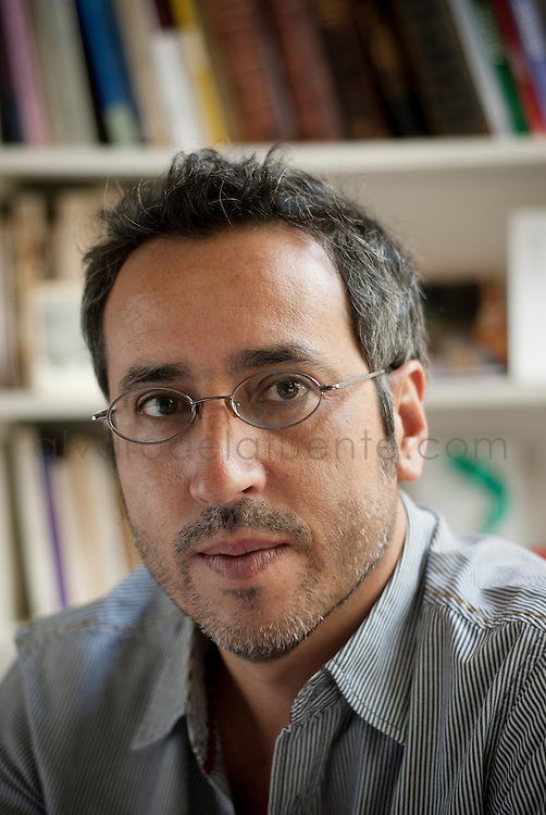 Gabriel Castillo, Director del Instituto de Estética de la Facultad de Artes de la Pontificia Universidad Católica de Chile. Santiago, Chile. 26-01-2012 (©Alvaro de la Fuente/TRIPLE)