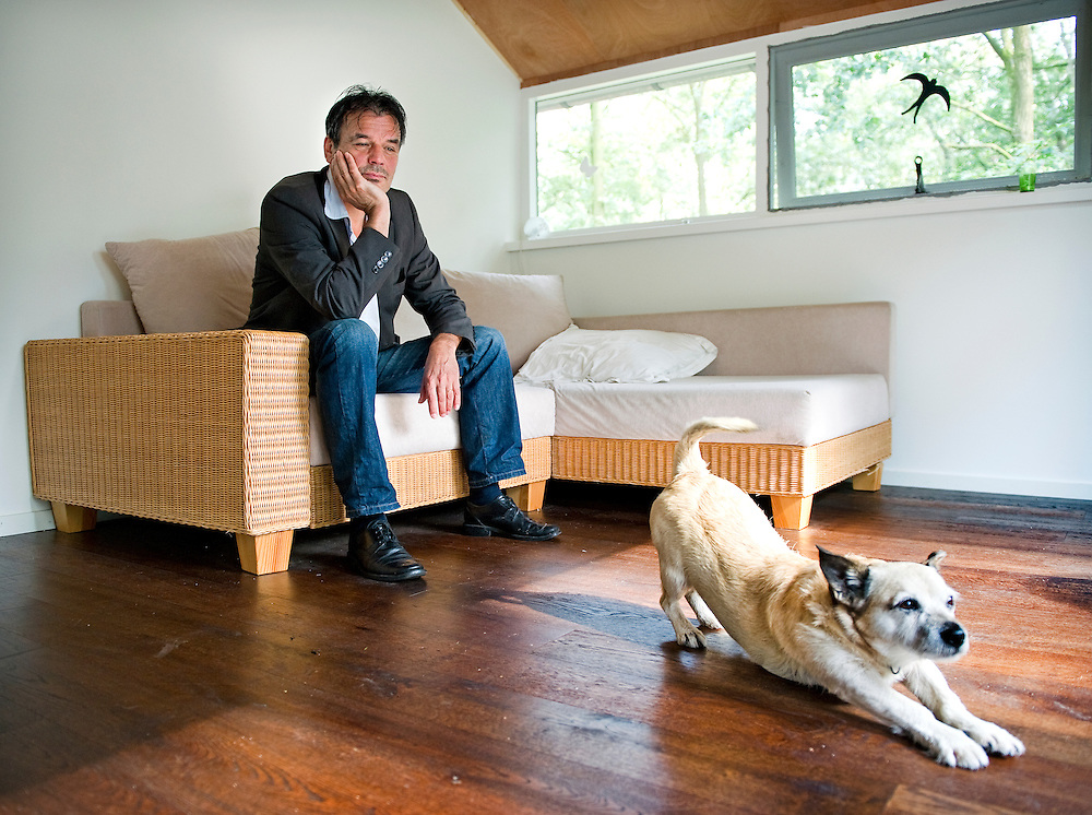 Nederland, Neerkant, 13-09-2010.<br /> Ernst Jansz met hond Bobbie.<br /> Foto : Klaas Jan van der Weij