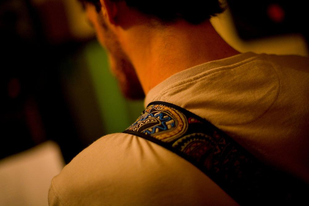 Belo Horizonte_MG, Brasil...Ensaio da banda Coracoes Dilacerados no Estudio Geleia. Na photo um musico...The rehearsal of the Coracoes Dilacerados band in Geleia studio. In this photo a musician...Foto: LEO DRUMOND / NITRO.