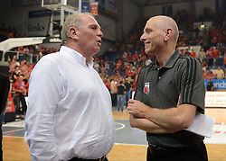 06.06.2013, Stechert Arena, Bamberg, GER, 1. BBL, 5. Playoff Halbfinale, Brose Baskets Bamberg vs FC Bayern Muenchen, im Bild Uli Hoeness (Praesident FC Bayern Muenchen) spricht mit Wolfgang Heyder (Manager Brose Baskets Bamberg) // during the 5th playoff semifinal match of germans 1st basketbal Bundesliga between Brose Baskets Bamberg and FC Bayern Munich ath the Stechert Arena, Bamberg, Germany on 2013/06/06. EXPA Pictures &copy; 2013, PhotoCredit: EXPA/ Eibner/ Hans Martin Issler<br /> <br /> ***** ATTENTION - OUT OF GER *****