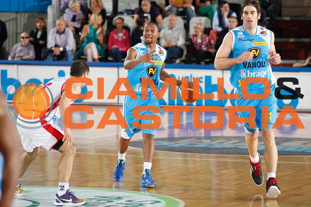 DESCRIZIONE : Varese Campionato Lega A 2011-12 Cimberio Varese Vanoli Braga Cremona<br /> GIOCATORE : Jonathan Tabu<br /> CATEGORIA : Palleggio<br /> SQUADRA : Vanoli Braga Cremona<br /> EVENTO : Campionato Lega A 2011-2012<br /> GARA : Cimberio Varese Vanoli Braga Cremona<br /> DATA : 29/04/2012<br /> SPORT : Pallacanestro<br /> AUTORE : Agenzia Ciamillo-Castoria/G.Cottini<br /> Galleria : Lega Basket A 2011-2012<br /> Fotonotizia : Varese Campionato Lega A 2011-12 Cimberio Varese Vanoli Braga Cremona<br /> Predefinita :