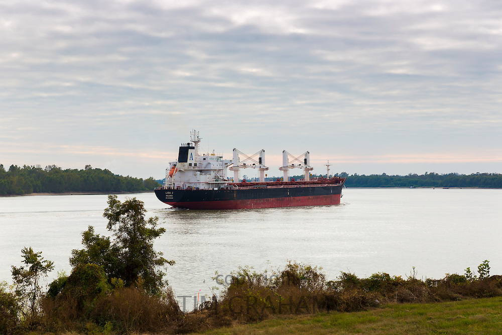 The bulk carrier 'Lisa J Majuro' registered in Marshall Islands, transporting freight along Mississippi River, Louisiana, USA