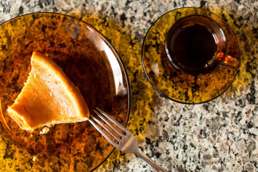Indaiabira_MG, Brasil.<br /> <br /> Cisternas instaladas em residencias da comunidade de Indaiabira. Na foto detalhe de bolo de mandioca.<br /> <br /> cistern installed on Indaiabira community residences. In this photo a cassava cake.<br /> <br /> Foto: LEO DRUMOND / NITRO
