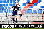 03-09-2015 VOETBAL:WILLEM II- KAA GENT:TILBURG<br /> Willem II Vriendschappelijke wedstrijd zonder publiek tegen KAA Gent<br /> <br /> Nick van der Velden van Willem II in een luchtduel met Yaya Soumahoro<br /> <br /> Foto: Geert van Erven