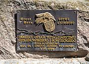 Tablica pamiątkowa na pomniku Ofiar Totalitaryzmu. Borne Sulinowo, była baza Północnej Grupy Wojsk Radzieckich