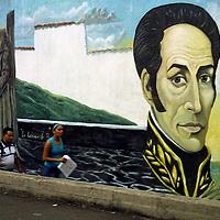 Mural de Simon Bolivar en una de las calles del centro de Caracas.Photography by Aaron Sosa.Venezuela 2006.(Copyright © Aaron Sosa)
