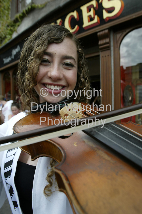 22/8/2002 Irish Examiner .The Dubai Rose Zena Alnazer pictured outside Joyce's Pub in Borris County Carlow yesterday during the Roses visit to the town..Picture Dylan Vaughan