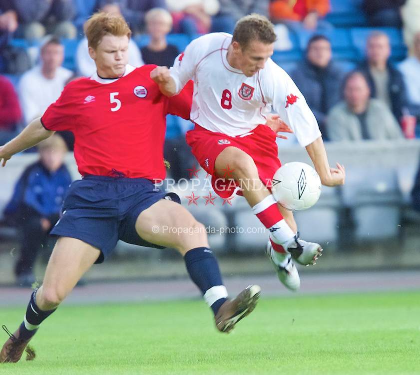 OSLO, NORWAY - Wednesday, September 5, 2001: Wales' Craig Bellamy and Norway's John Arne Riise during the FIFA World Cup 2002 Qualifying Group 5 match at the Ullevaal Stadion. (Pic by David Rawcliffe/Propaganda)