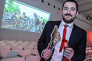17-02-2016: Uitreiking sportprijs Utrecht 2015: Utrecht<br /> <br /> UZSC wint de prijs als sportploeg van het jaar 2015, coach Willem Wouter Gerritse toont de trofee<br /> <br /> In de Jaarbeurs in Utrecht vindt de uitreiking van de sportprijs 2015 plaats welke georganiseerd is door VSU en gemeente Utrecht.<br /> <br /> Foto: Gertjan Kooij
