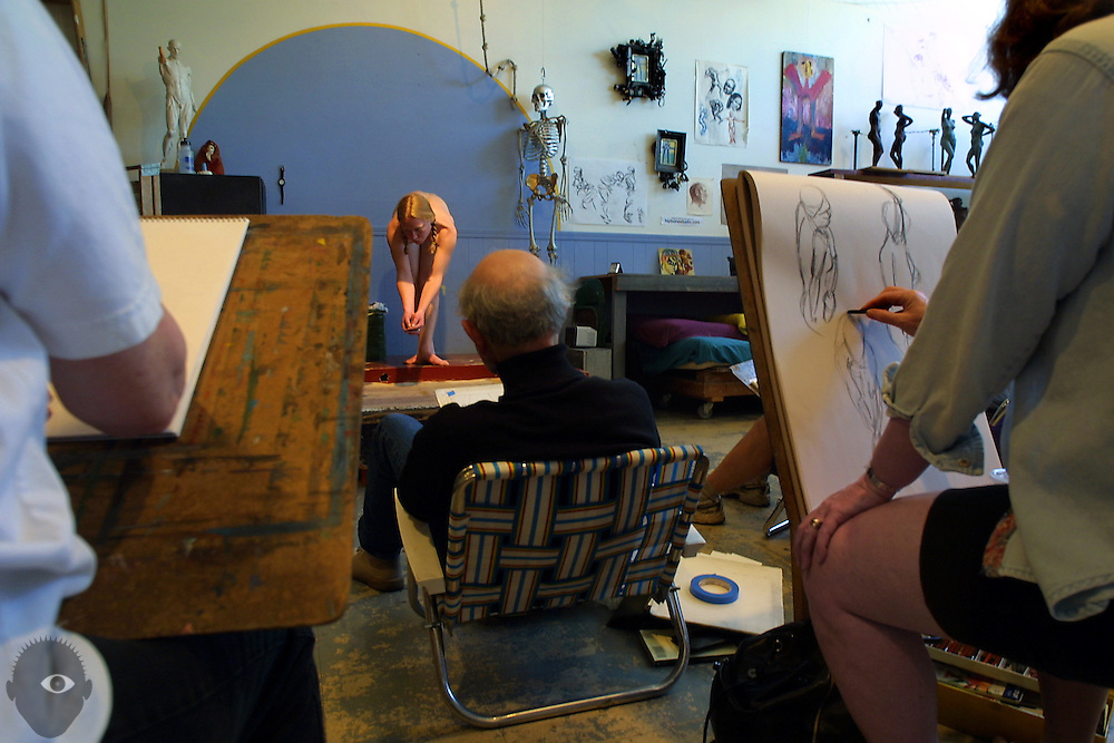 May 21, 2003 - Hipbone Studio caters to a niche clientele of Portland artists who can't afford to pay the high rates charged by professional models. Expert models like Sara Thompson (center) still give them the study of human form they wish but at a more affordable price.