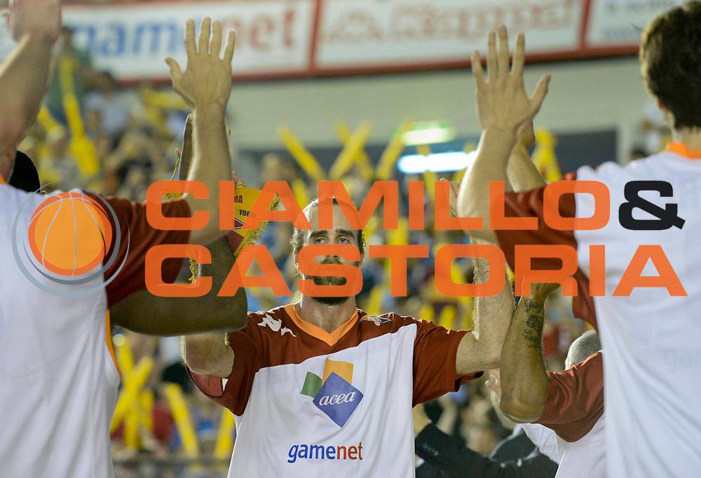 DESCRIZIONE : Roma Lega A 2012-13 Acea Virtus Roma Montepaschi Siena Finale Gara 1<br /> GIOCATORE : Luigi Datome<br /> CATEGORIA : riscaldamento pre game mani<br /> SQUADRA : Acea Virtus Roma<br /> EVENTO : Campionato Lega A 2012-2013 Play Off Finale Gara1<br /> GARA : Acea Virtus Roma Montepaschi Siena Finale Gara 1<br /> DATA : 11/06/2013<br /> SPORT : Pallacanestro <br /> AUTORE : Agenzia Ciamillo-Castoria/N. Dalla Mura<br /> Galleria : Lega Basket A 2012-2013 <br /> Fotonotizia : Roma Lega A 2012-13 Acea Virtus Roma Montepaschi Siena Finale Gara 1