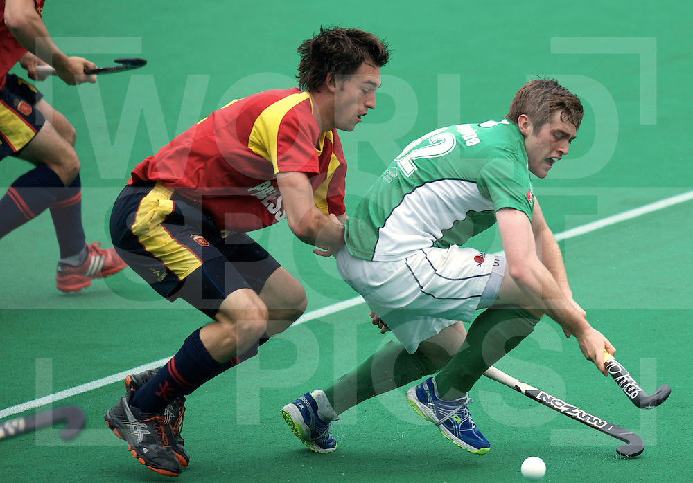 ROTTERDAM - Hock World League Semi Final Men<br /> Ireland v Spain<br /> foto: TMAGUIRE Phelie under Spanish pressure.<br /> FFU PRESS AGENCY COPYRIGHT FRANK UIJLENBROEK