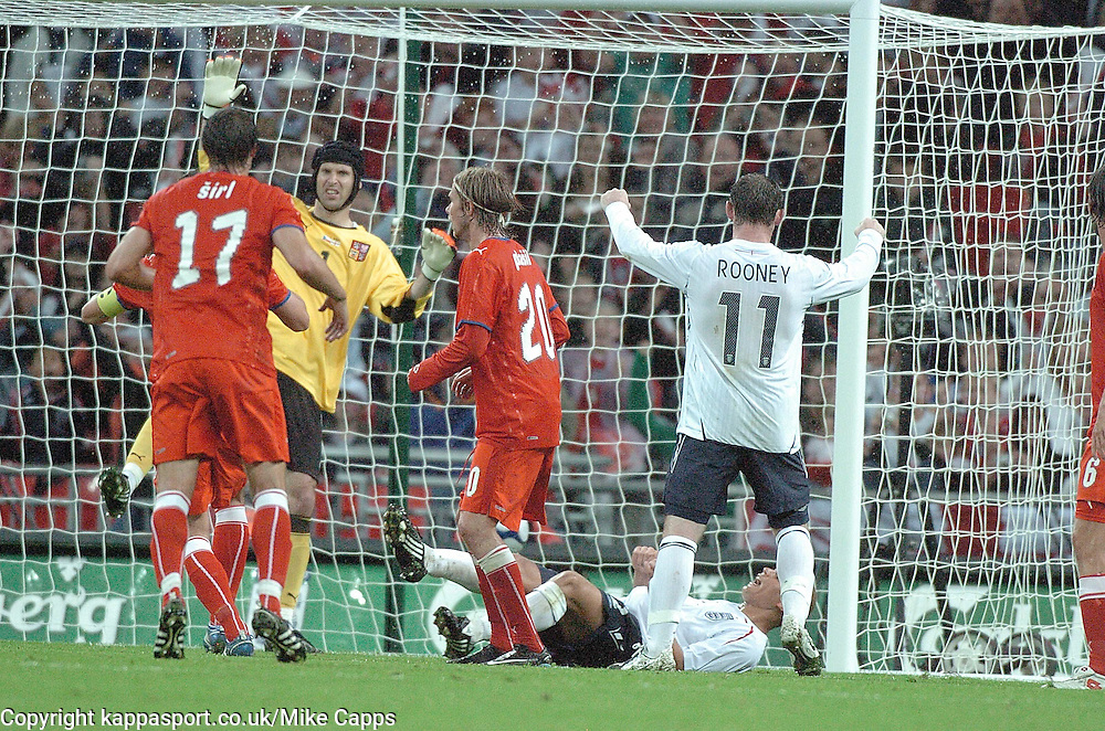 WES BROWN HEADS IN ENGLANDS EQUALISER, 1-1 HIS FIRST GOAL FOR ENGLAND, ENGLAND v CZECH REPUBLIC, International Friendly, Wembley Stadium Wednesday 20th August 2008