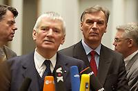 05 FEB 2004, BERLIN/GERMANY:<br /> Otto Schily (L-vorne), SPD, Bundesinnenminister, und Joerg Ziercke (R-hinten), desig. Praesident des Bundeskriminalamtes und derzeitiger Abteilungsleiter Polizei im Innenministerium Schleswig-Holstein, waehrend einem Pressestatement, nach der Pressekonferenz zur Vorstellung des neuen BKA-Praesidenten, Bundespressekonferenz<br /> IMAGE: 20040205-02-040<br /> KEYWORDS: Jörg Ziercke, Präsident, Bundeskriminalamt, Mikrofon, microphone,