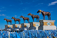 Mongolie, Province de Bayankhongor, monument érigé en l'honneur de cheval mongol // Mongolia, Bayankhongor province, monument in honour of Mongolian horses
