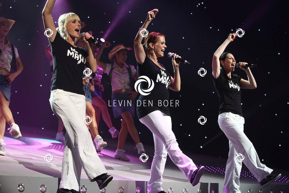 ANTWERPEN - Josje steelt de show in de nieuwste K3 voorstelling tijdens de premiere in Antwerpse Koningin Elisabethzaal. Op de foto Karen Damen, Kristel Verbeke en Josje Huisman. FOTO LEVIN DEN BOER - PERSFOTO.NU