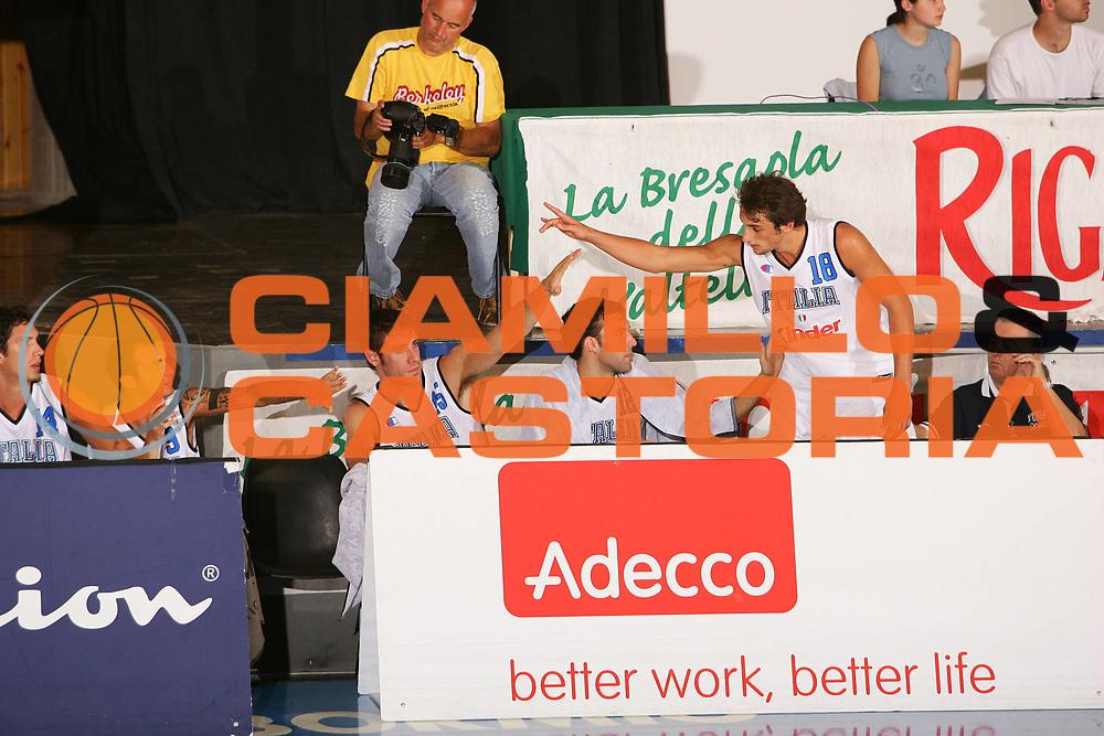 DESCRIZIONE : Bormio Amichevole Italia Serbia<br /> GIOCATORE : Belinelli <br /> SQUADRA : Italia <br /> EVENTO : Bormio Amichevole Italia Serbia <br /> GARA : Italia Serbia <br /> DATA : 16/07/2006 <br /> CATEGORIA : Esultanza <br /> SPORT : Pallacanestro <br /> AUTORE : Agenzia Ciamillo-Castoria/S.Silvestri