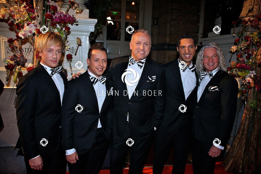 AMSTERDAM - In het Amstel Hotel zijn de Beau Monde Awards 2011 weer uitgereikt.  Met op de foto de mannengroep LA the Voices met Peter William Strykes, Remko Harms, Roy van den Akker, Gordon Heuckeroth en Richy Brown. FOTO LEVIN DEN BOER - PERSFOTO.NU