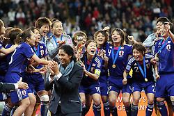 17.07.2011, Commerzbankarena, Frankfurt, GER, FIFA Women Worldcup 2011, Finale,  Japan (JPN) vs. USA (USA), im Bild:  ..Steffi Jones (L) geht weg und Homare Sawa (Japan) hebt den Pokal hoch.. // during the FIFA Women Worldcup 2011, final, Japan vs USA on 2011/07/11, FIFA Frauen-WM-Stadion Frankfurt, Frankfurt, Germany.   EXPA Pictures © 2011, PhotoCredit: EXPA/ nph/  Mueller       ****** out of GER / CRO  / BEL ******