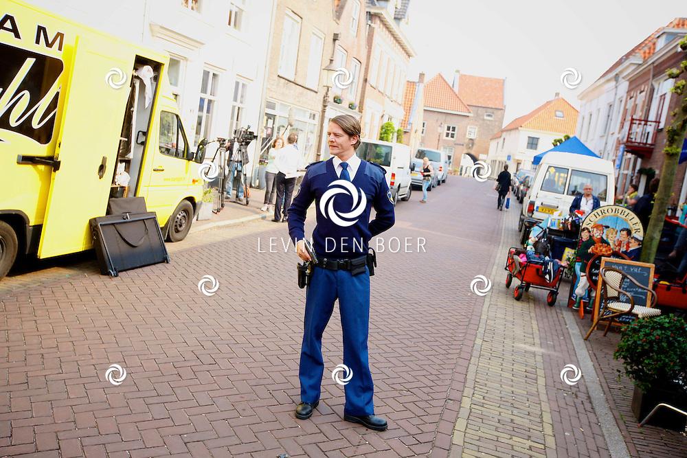 WOUDRICHEM - In het kleine vestingstad Woerkum zijn de opnames van Dokter Tinus. Deze tv serie word op SBS6 uitgezonden. Met op de foto  Tygo Gernandt. FOTO LEVIN DEN BOER - PERSFOTO.NU