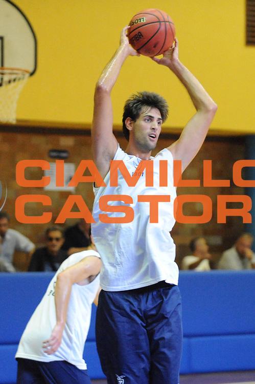 DESCRIZIONE : Bologna Lega Basket A2 2011-12 Presentazione e Allenamento Effe Biancoblu Basket Bologna<br /> GIOCATORE : Matteo Canavesi<br /> CATEGORIA :<br /> SQUADRA : Effe Biancoblu Basket Bologna<br /> EVENTO : Campionato Lega A2 2011-2012<br /> GARA : <br /> DATA : 18/08/2011<br /> SPORT : Pallacanestro <br /> AUTORE : Agenzia Ciamillo-Castoria/M.Marchi<br /> Galleria : Lega Basket A2 2011-2012 <br /> Fotonotizia : Bologna Lega Basket A2 2011-12 Presentazione e Allenamento Effe Biancoblu Basket Bologna<br /> Predefinita :