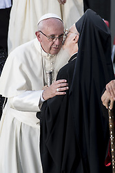 September 20, 2016 - Assisi, Umbria, Italy - Pope Francis greets Ecumenical Patriarch of Constantinople Bartholomew I Pope Francis at the Holy Convent of Assisi, Italy - 20 Sep 2016  (Credit Image: © Massimo Valicchia/NurPhoto via ZUMA Press)