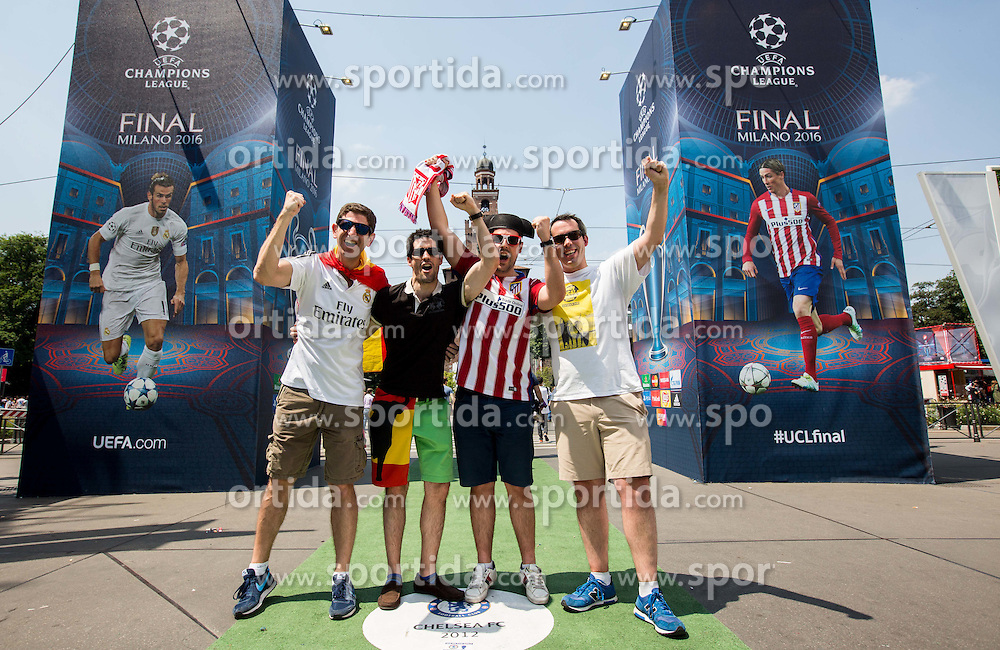 Fans in the city centre prior to the football match between Real Madrid (ESP) and Atlético Madrid (ESP) in Final of UEFA Champions League, on May 28, 2016 in Doumo, Milan, Italy. Photo by Vid Ponikvar / Sportida