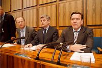 03.04.1999, Deutschland/Bonn:<br /> Rudolf Scharping, Bundesverteidigungsminister, Joschka Fischer, Bundesaußenminister, und Gerhard Schröder, Bundeskanzler, während einer Pressekonferenz zur aktuelle Lage im Kosovo-Konflikt, Bundes-Pressekonferenz, Bonn<br /> IMAGE: 19990403-02/01-08<br /> KEYWORDS: Gerhard Schroeder