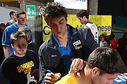 DESCRIZIONE : Bormio Raduno Collegiale Nazionale Maschile Amichevole Italia Italy Repubblica Ceca Czech Republic<br /> GIOCATORE : Andrea Bargnani<br /> SQUADRA : Nazionale Italia Uomini <br /> EVENTO : Raduno Collegiale Nazionale Maschile <br /> GARA : Italia Italy Repubblica Ceca Czech Republic<br /> DATA : 14/07/2009 <br /> CATEGORIA : autografi autografo<br /> SPORT : Pallacanestro <br /> AUTORE : Agenzia Ciamillo-Castoria/G.Ciamillo