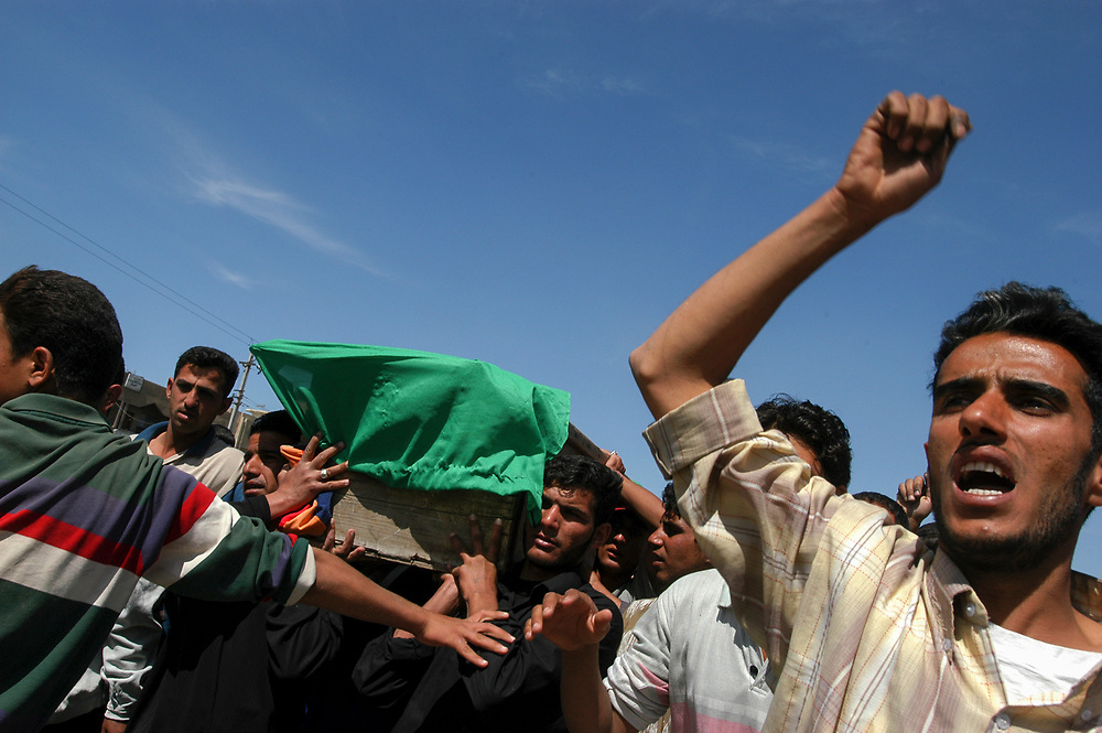 Supporters of radical Shia cleric Moqtada al-Sadr carry a coffin of a &quot;martyr&quot; killed by US forces during nightly battles with al-Sadr's Mahdi Army militia in the Shia hotbed neighborhood of Sadr City.<br /> Baghdad, Iraq. 06/04/2004.