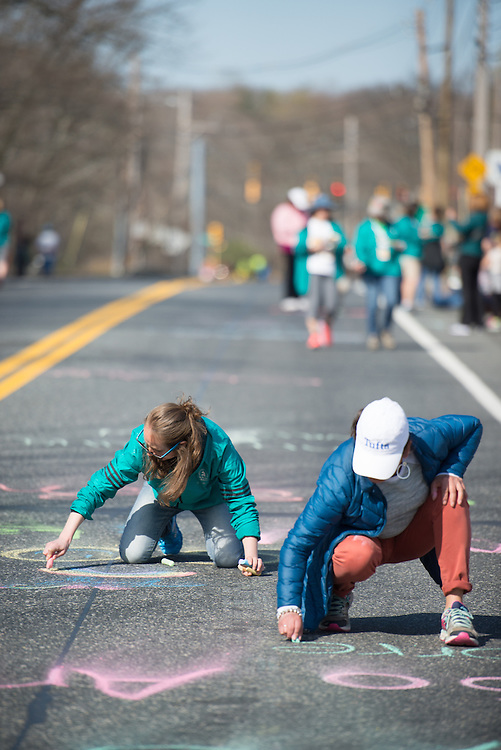 4/18/16 – Boston, MA – Friends and family of Tufts Marathon Team runners chalk the course at Mile 9 of the 2016 Boston Marathon in Natick, MA on April. 18, 2016. (Sofie Hecht / The Tufts Daily)