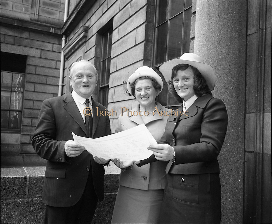 """07/06/1973.06/07/1973.07 June 1973.The president of the Incorporated Law Society,Mr. T. V. O'Connor presented parchments to young solicitors at the Four Courts, Dublin on Thursday. Picture shows Miss Goretti Hickey, B.C.L. who received her parchment from the President of the Incorporated Law Society, showing the parchment to her parents, Mr. J.B. Hickey, Cork County Solicitor and Mrs Hickey of """"Shalimar"""", Hettyfield, Douglas, Co. Cork after the ceremony"""