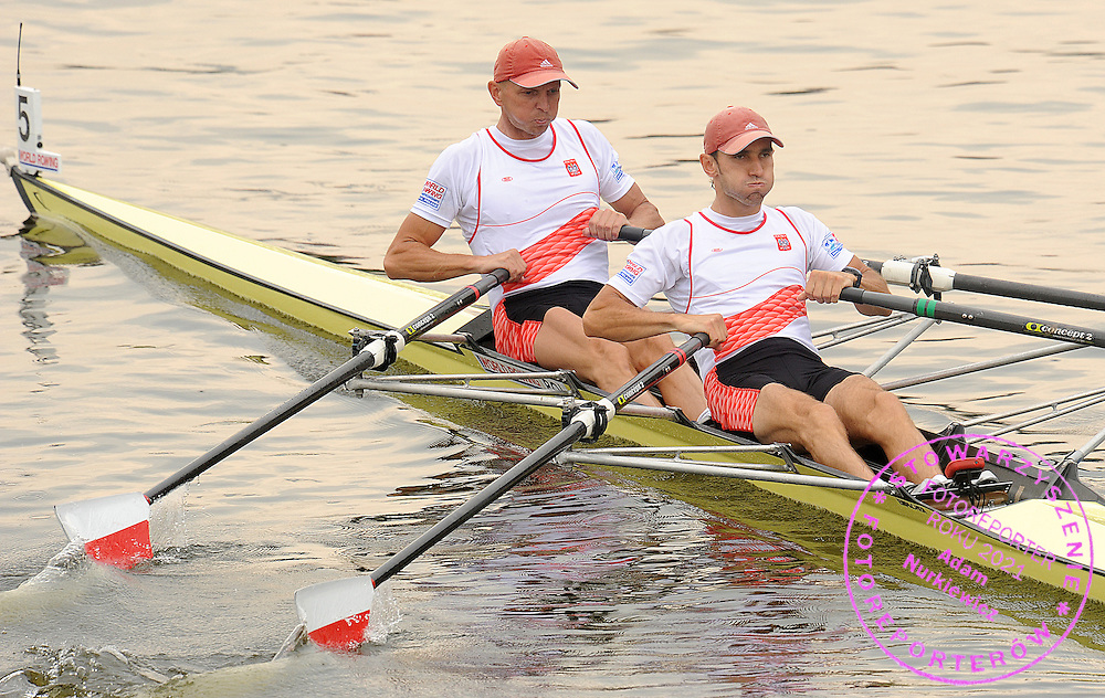 (L) ROBERT SYCZ & (R) MARIUSZ STANCZUK (BOTH POLAND) COMPETE IN THE MEN'S LIGHTWEIGHT DOUBLE SCULLS REPECHAGE DURING DAY FOUR OF REGATTA WORLD ROWING CHAMPIONSHIPS ON MALTA LAKE IN POZNAN, POLAND...POZNAN , POLAND , AUGUST 26, 2009..( PHOTO BY ADAM NURKIEWICZ / MEDIASPORT )..PICTURE ALSO AVAIBLE IN RAW OR TIFF FORMAT ON SPECIAL REQUEST.