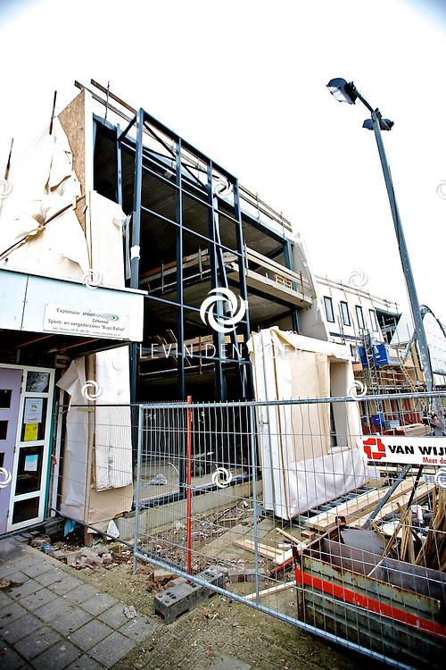 ZALTBOMMEL - In het nieuwe schoolgebouw aan de Courtine word ook de nieuwe Bibliotheek gevestigd. Met op de foto de Bibliotheek in aanbouw. FOTO LEVIN DEN BOER - PERSFOTO.NU